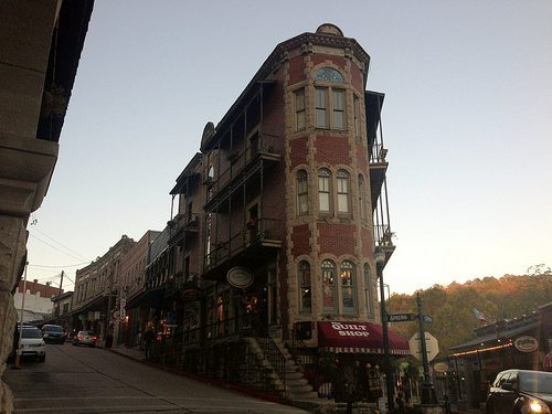 Things To Do In Eureka Springs Arkansas In February Arsenic Old Lace