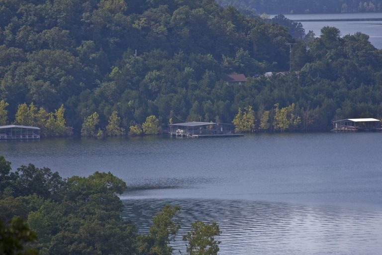 Lakes and Rivers for Boating Near Eureka Springs