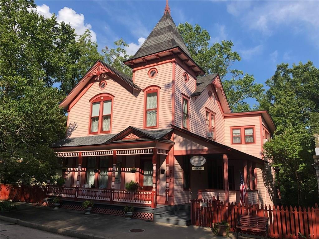 Crescent Cottage Inn 1